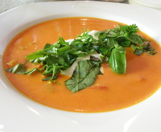 Kalte rote Paprikasuppe  mit Sauerrahm - Cold red pepper soup with sour cream: Yushka kocht Yotam XI