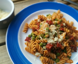 One Pot Pasta with Sun-dried Tomato Pesto, Peas and Cannellini Beans