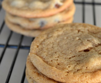 Peanut Butter Cookies w/ Dark Chocolate