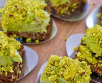 Roggebrood met geitenkaas avocado spread