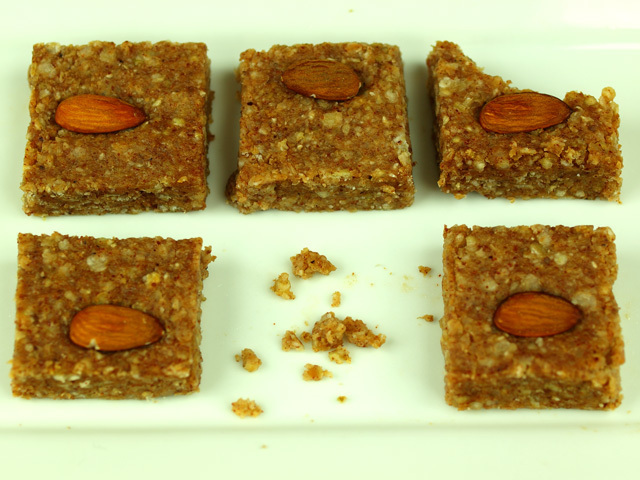 Buckwheat groats and almond butter flapjacks (anti-candida)