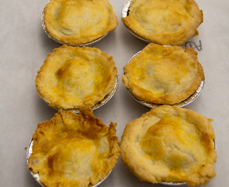 Les Petits Chefs  make Jamie Oliver's mince and onion pies with cream cheese pastry