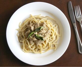 Spaghetti with Creamy Chicken Curry Sauce