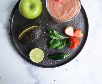 Edgy avocado aardbeien smoothie