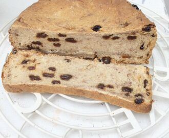 Slow Cooker Cinnamon and Raisin Bread