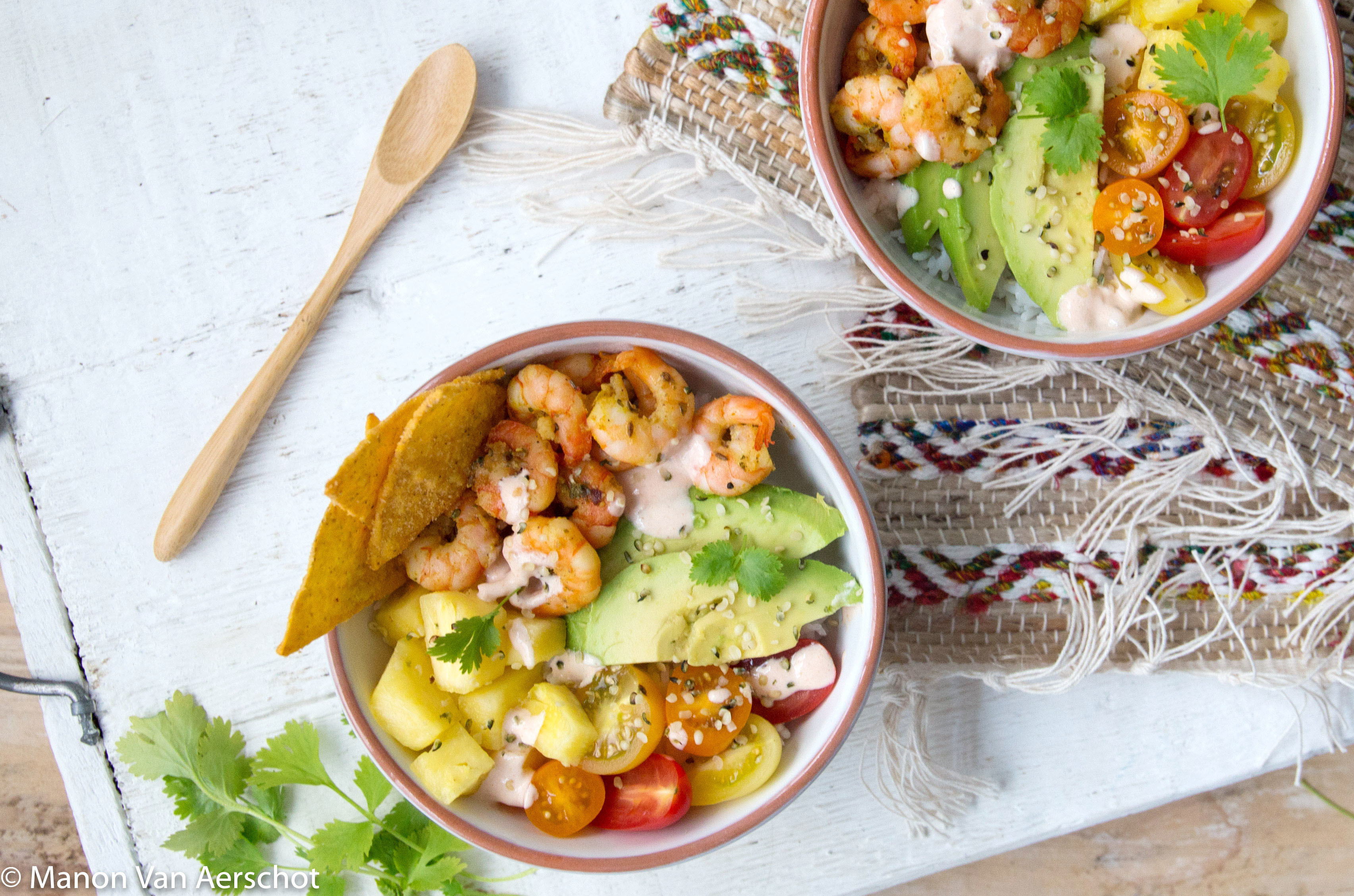 Mexicaanse bowl met scampi en avocado