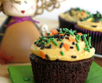 Easy Chocolate Pumpkin Cupcakes for #SundaySupper