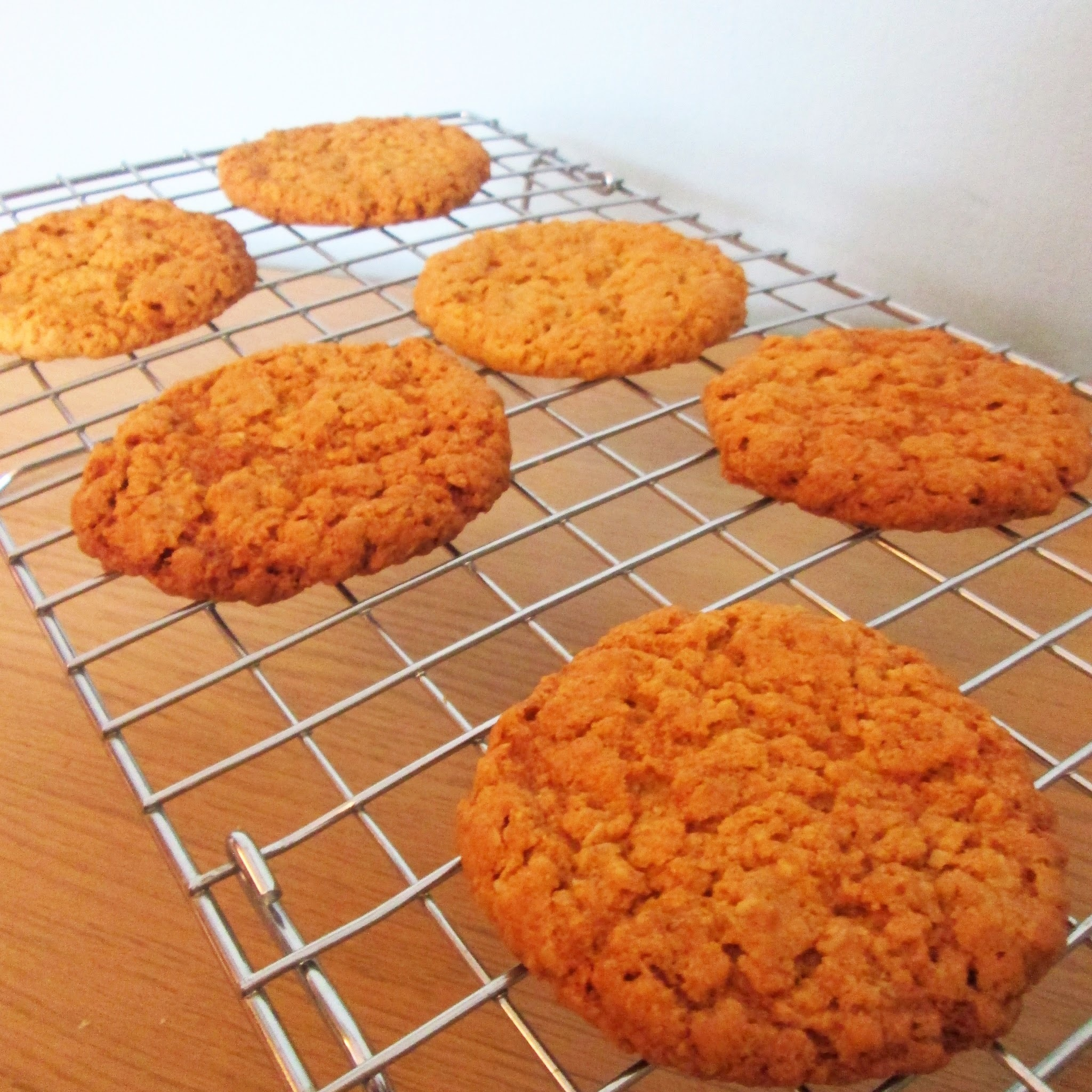 Oaty cookies (Hobnobs)