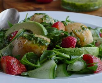 Scallop Strawberry Salad with a Basil-Lime Dressing