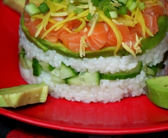 Mini sushi cake au saumon, mangue verte et gingembre-mangue