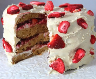 Strawberries and Cream Cake With White Chocolate Frosting (Paleo)