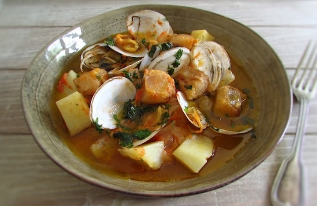 Guisado de tamboril com amêijoas | Food From Portugal