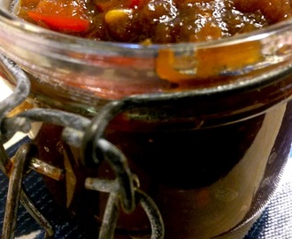 Apple and red pepper chilli chutney