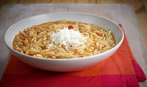 Classic orzo pasta with tomato - Simple but great!