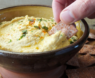 My Simple and Incredibly Creamy Hummus Recipe