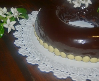 Delicia de chocolate con glaseado