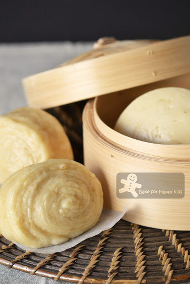 Mantou 馒头 (Plain Chinese Steamed Buns) and Soy Mantou