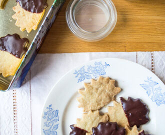 Olive Oil Shortbread Cookies with Dark Chocolate (gluten free, vegan)