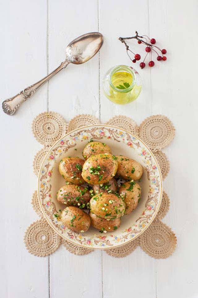Russian Monday: Buttery Potatoes with Garlic & Fresh Herbs