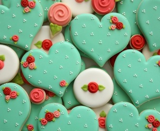 Hearts and Roses: How to Make Decorated Valentine Sugar Cookies
