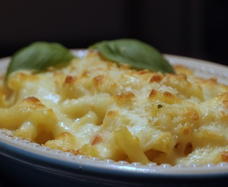 Macaroni cheese with pepper