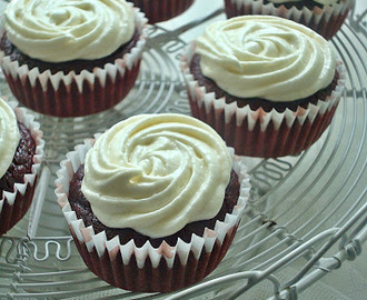 Naturally Colored Red Velvet Cupcakes (Eggless & Butterless) with Cream Cheese Frosting ~ Valentine's Day Special