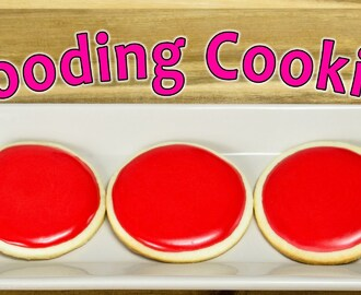 Flooding Cookies with Royal Icing by  Cookies Cupcakes and Cardio