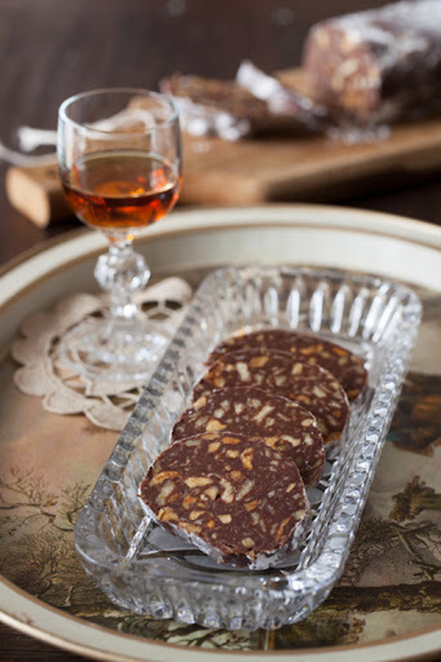 "Russian Monday: ""Shokoladnaya Kalbaska"" - Chocolate Biscuit Salami with Walnuts & Rum"