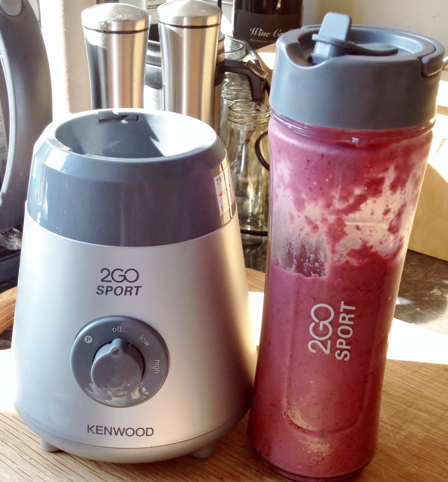 Strawberry, Blueberry  & Apple Smoothie Recipe & Kenwood 2 Go Sport Review