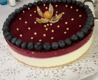 Valkosuklaa-cassis juustokakku/White Chocolate and Cassis Cheesecake