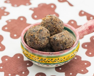 "Gingerbread spiced Quinoa-Black Bean ""Meatballs"""