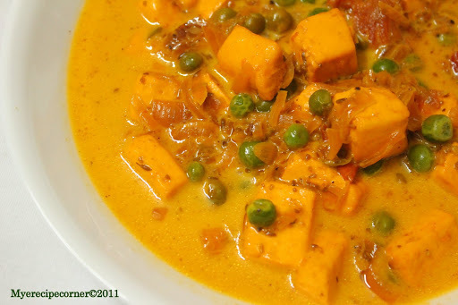 Mutter Paneer( Cottage cheese and green peas in creamy curry).
