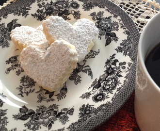 January Calendar Fun: Butter and Almond Shortbread and Homemade Vanilla Extract