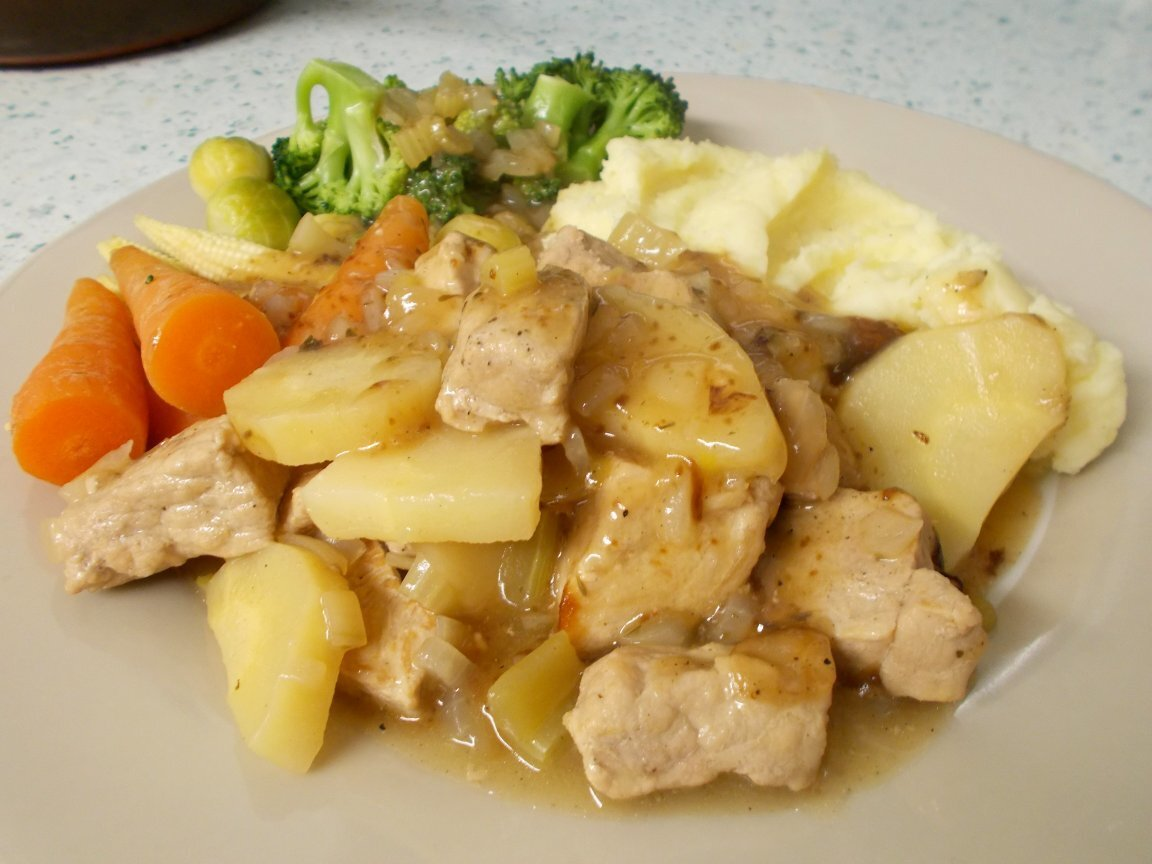 Diced pork with parsnips & celery in cider (oven version)