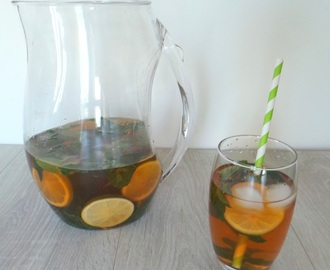Thé glacé à la menthe bergamote et citron vert (Iced tea with bergamot mint and lime)