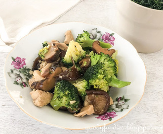 Recipe: Stir fried chicken with wood ear fungus, mushrooms and broccoli