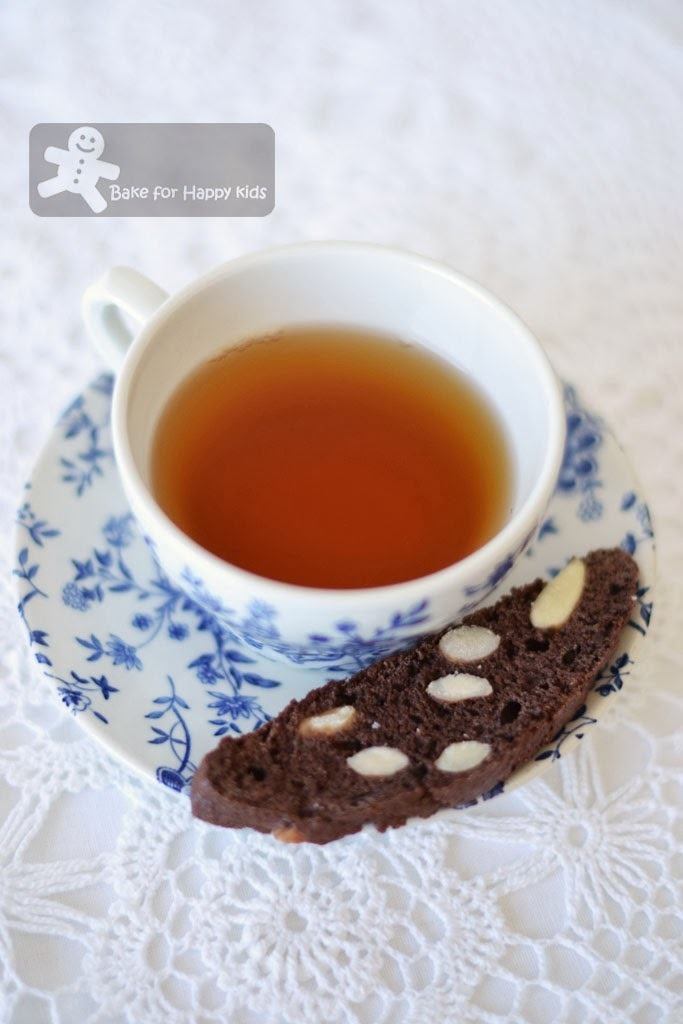 Chocolate and Almond Biscotti (Donna Hay)