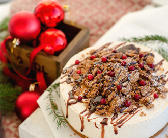 No-Bake Gingerbread Baileys Cheesecake with Gingerbread Chocolate Fudge Sauce (Pepparkakscheesecake med Baileys och Chokladfudgesås med smak av Pepparkaka)