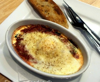 Easy Baked Eggs with Spinach, Tomatoes and Ham