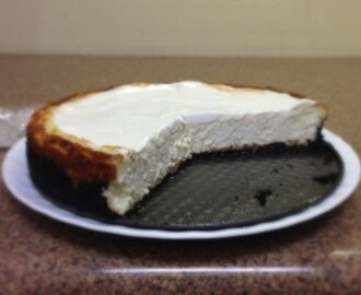 Vanilla Bean Cheesecake with Oreo Crust (Basic New York Cheesecake Recipe)