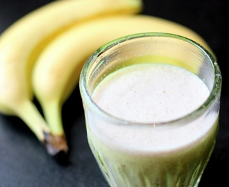 Banana, coconut and oat smoothie