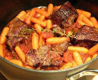 Individual Pot Roasts with Herbs and Carrots