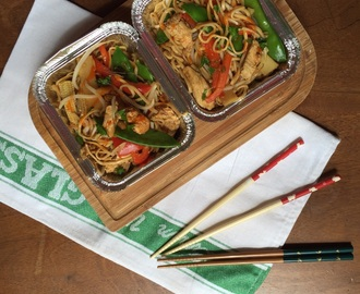 Takeaway chicken chow mein
