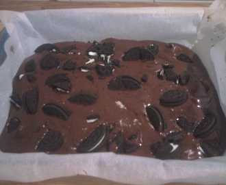 Brownie de chocolate con galletas Oreo