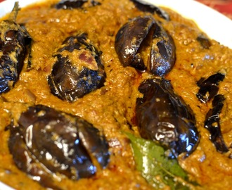 Gutti Vankaya Kura (Stuffed Eggplant Curry):