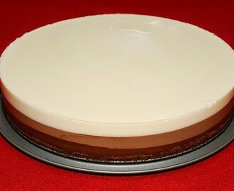 Tarta de tres chocolates con base de galleta