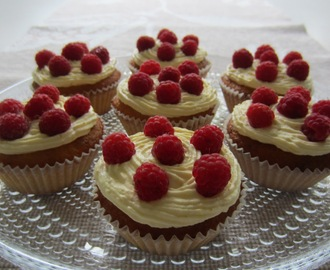 Appelsiinikuppikakut vadelmilla/ Orange Cupcakes With Rasberries