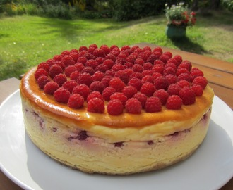Vadelmainen juustokakku/ Cheesecake With Rasberries (20 cm)