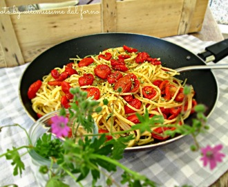 SPAGHETTI CON POMODORINI CONFIT ED OLIO ALLE ERBE AROMATICHE... BLOGGER WE WANT YOU!