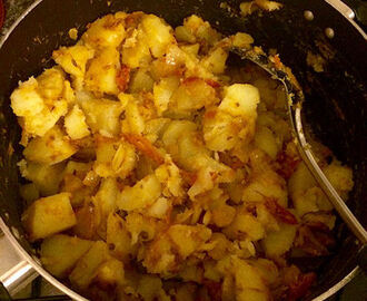 Bombay Potatoes Recipe UK – Tastes Like Indian Restaurant